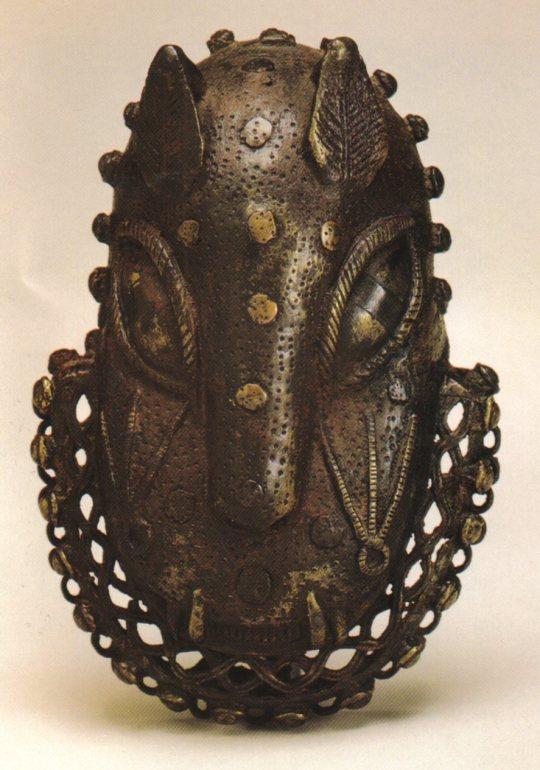 Benin_bronze_mask_leopard