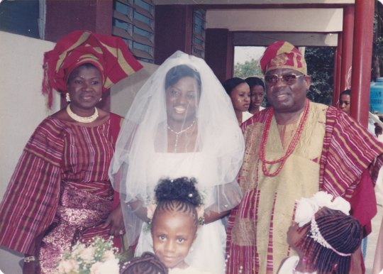 Bride's mother uses brocade as 5th piece