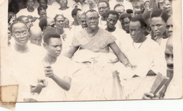 olowo-sir-olateru-olagbegi-at-igogo-festival-1960s