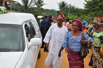 Ladipo and Ronke depart Ladipos house with corpse