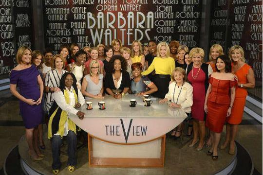 Barbara_Walters_Epic_Farewell_Photo-088c5e242979c7b272e327812c7f1a31
